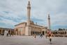 В мусульманском Азербайджане множество величественных и красивых мечетей, одна из них — Джума-мечеть в Шемахе. Это соборная мечеть, где в полдень пятницы совершаются коллективные молитвы. Во дворе мечети может собраться от нескольких сотен до нескольких тысяч человек. <br></br> Первое здание мечети было построено в 743 году Абу Муслимом. Мечеть неоднократно восстанавливалась после значительных разрушений, вызванных природными и человеческими факторами. Свой нынешний современный облик шемахинская Джума-мечеть получила после капитальной реконструкции и реставрации в 2010-2013 годах.