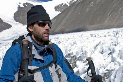 Он стал первым слепым альпинистом, покорившим Эверест. Но не остановился на этом