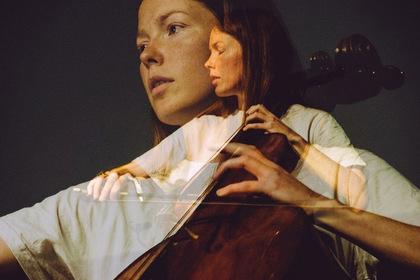 От Баха до техно: главная виолончелистка музыкального авангарда выступает в Москве