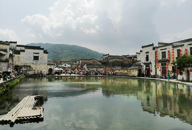 Вид в кинематографической деревне