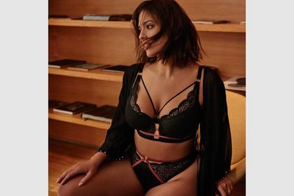 Тучная модель сфотографировалась в кружевном белье и обрадовала фанатов