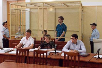 Владислав Мордасов (на скамье подсудимых справа), Ян Сидоров (на скамье подсудимых слева) и Вячеслав Шамшин (второй справа)