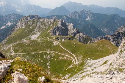 Россиянка упала со скалы в Альпах и умерла
