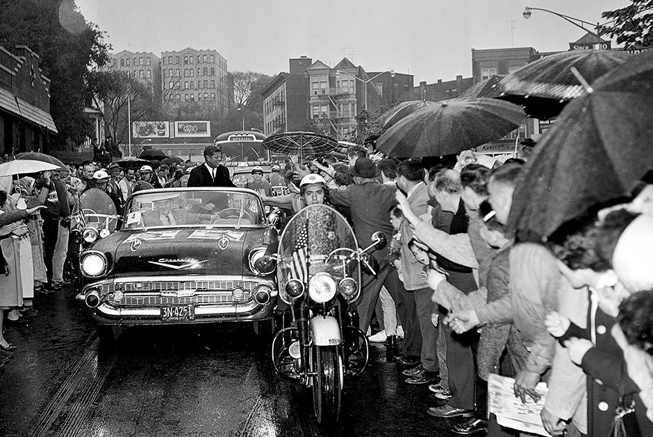 Во время президентской гонки 1960 года агитация на телевидении и теледебаты были еще чем-то экзотическим, поэтому ставку кандидаты делали на личные встречи со сторонниками во время турне по стране