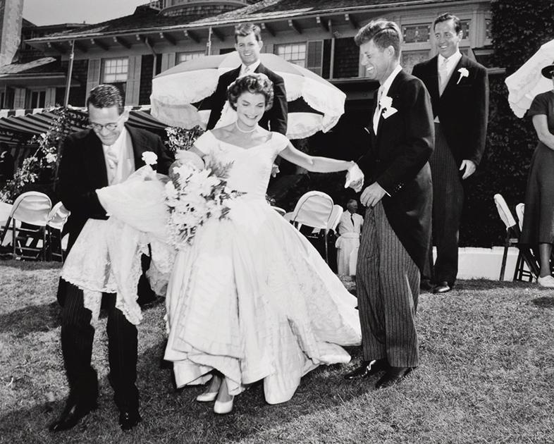 Джон Кеннеди и Жаклин Бувье в день свадьбы 12 сентября 1953 года