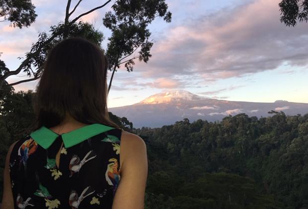 Вершина Килиманджаро на закате.