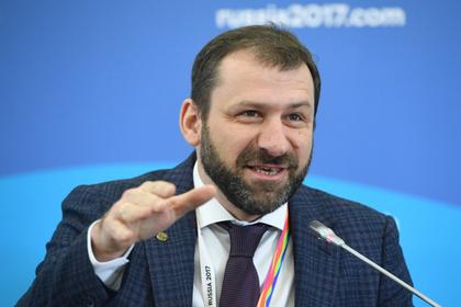 Российский миллиардер забросал людей деньгами и объяснился