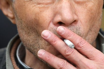 В России впервые оштрафовали за курение на балконе