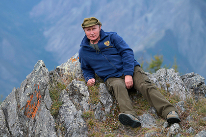 Владимир Путин во время прогулки в тайге