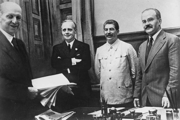 Подписание договора о ненападении между СССР и Германией. Москва, 23 августа 1939 года