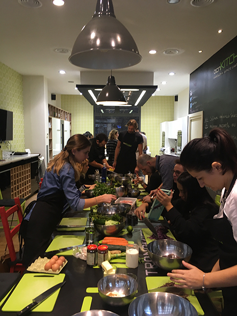 Чего ожидать, когда учишься на специализации по гостиничному бизнесу. Кулинарный класс как тимбилдинг. В моей группе было 22 человека, 15 из них — разных национальностей.
