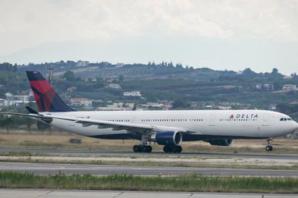 Туристка ухитрилась проникнуть в самолет без паспорта и билета