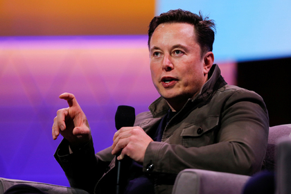 Илон Маск решил продавать Tesla с помощью пукания и крика козла