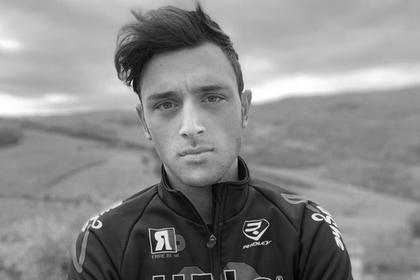 22-летний велогонщик упал за сто метров до финиша и умер