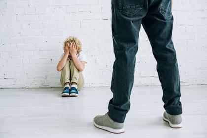 Многодетный отец преподал сыну жестокий урок и прослыл никудышным родителем