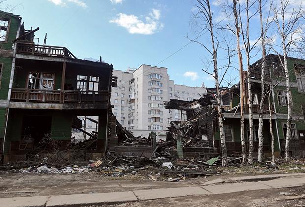 Пожарище и новостройка в Магадане