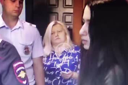 Опубликовано видео показаний сестер Хачатурян в квартире после убийства отца