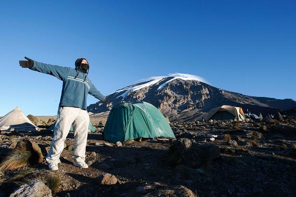 Холод, боль и горная болезнь: как россиянин покорил высочайшую вершину Африки