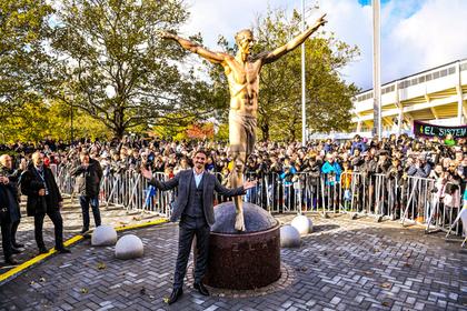 Статуя полуголого Ибрагимовича удивила фанатов