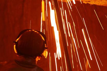Украинского рабочего насмерть залило расплавленным металлом