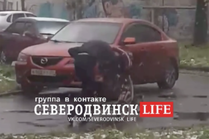 Россиянка избила ребенка в коляске и попала на видео photo