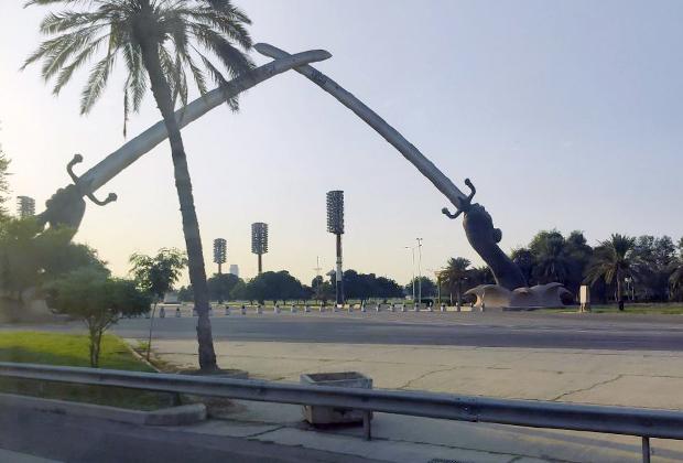 Монумент «Мечи Кадисии» в Багдаде
