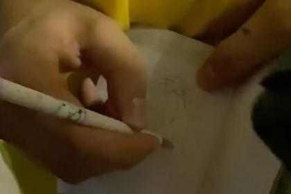 Тима Белорусских нарисовал пенис в паспорте попросившей автограф фанатки