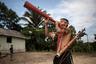 На сходе в селе Текохау несколько дней спорили о том, как справиться с незаконной вырубкой леса и лесными пожарами. Для выслеживания «черных лесорубов» попробуют использовать беспилотники и датчики с GPS. Технику обещает предоставить некоммерческая организация, которая заинтересована в добыче древесины без причинения непоправимого ущерба джунглям.