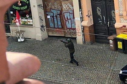 Опубликованы кадры с расстрелявшим людей у синагоги в Германии