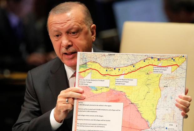 Эрдоган с картой Сирии на сессии Генассамблеи ООН в сентябре 2019 года