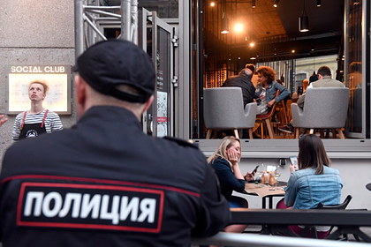 Российского полицейского уволили за секс с 13-летней девочкой