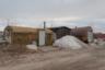Предприимчивые северяне строят гаражи из железнодорожных цистерн, геологических бочек и морских контейнеров.
