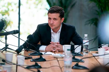 Зеленский отказался считать Украину «обслуживающим персоналом» для США