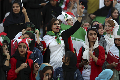 Женщины Ирана впервые за 40 лет пришли на футбол и увидели победу со счетом 14