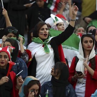 Иранские болельщицы во время матча против Камбоджи