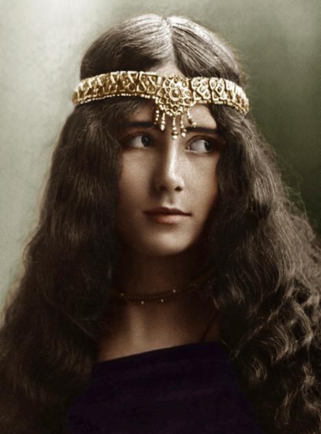 Фаворитка Леопольда II танцовщица Клео де Мерод (1875-1966) была на 40 лет моложе короля. Раскрашенная фотография 1902 года