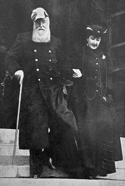 Леопольд II и Бланш Каролина Делакруа — французская проститутка, которая некоторое время была любовницей короля. Она родила ему двоих детей, сочеталась с ним морганатическим браком за несколько дней до его смерти и получила по завещанию короля крупное наследство