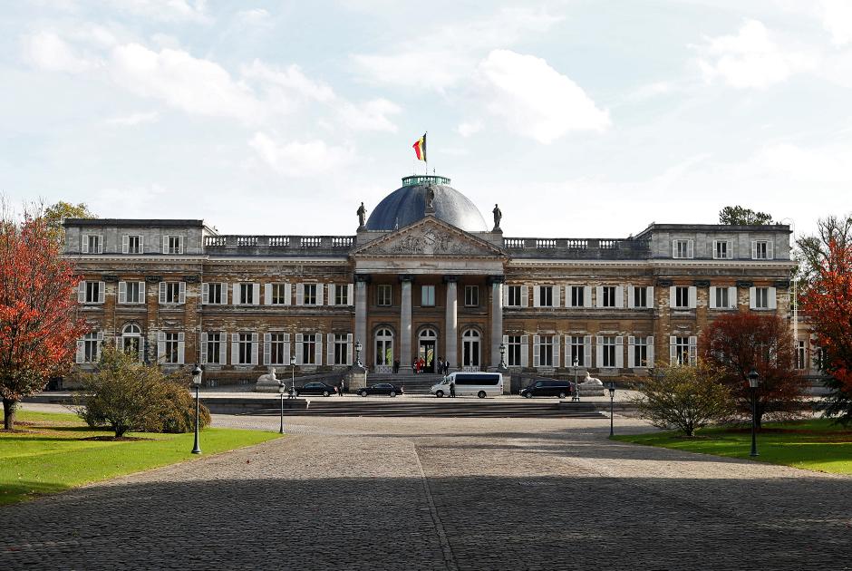 Дворец Лакен в одноименном районе Брюсселя построен в 1781-1785 годах по приказу наместника Австрийских Нидерландов Альберта Саксен-Тешенского. После обретения Бельгией независимости в 1830 году дворец стал резиденцией короля Бельгии Леопольда I. Расширен и перестроен дворец был уже при его сыне ЛеопольдеII