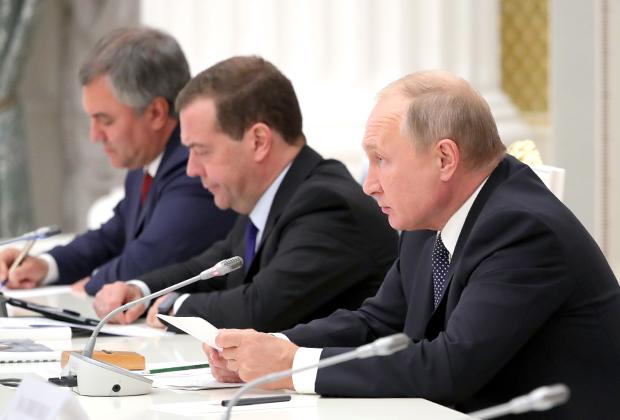 Спикер Госдумы Вячеслав Володин, премьер-министр Дмитрий Медведев и президент России Владимир Путин
