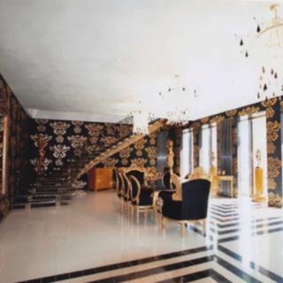 Cемикомнатная двухуровневая квартира площадью 539 квадратных метров