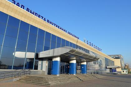 Пассажир поколотил полицейского в российском аэропорту