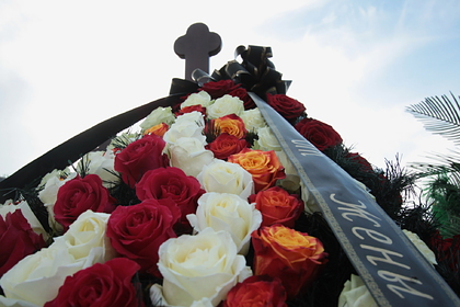Стало известно об автоматчиках у могилы Захарченко в ДНР