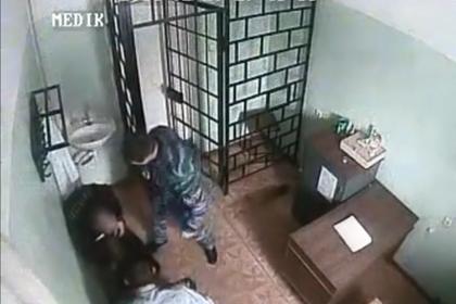 Избивавшего заключенного начальника колонии уволят