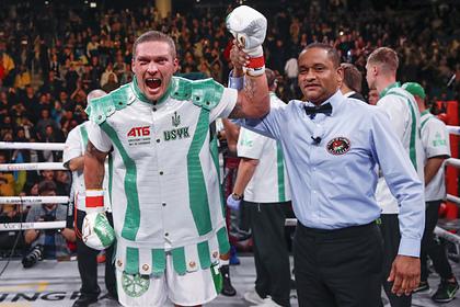 Усик победил американца в первом бою в супертяжелом весе