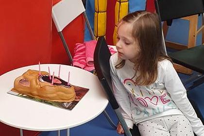 Незнакомцы пришли на день рождения пятилетней девочки и спасли ей праздник
