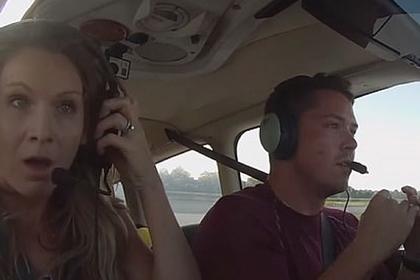 Экстренная посадка самолета с отказавшим управлением попала на видео