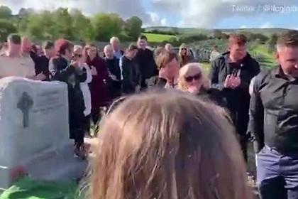 Покойник развеселил родственников на своих похоронах