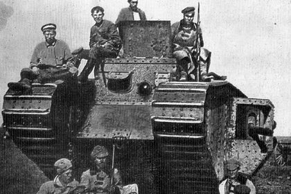 Английский танк, захваченный воинами 51-й стрелковой дивизии под Каховкой