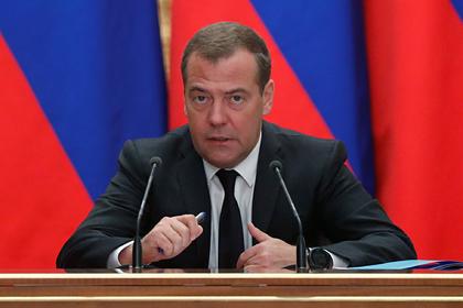 Медведев отчитал губернаторов за вранье