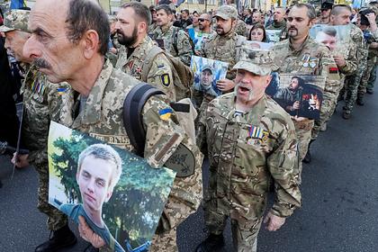 Украинские националисты использовали на акции советский лозунг